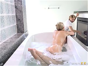 insatiable tub stunner Jessa Rhodes