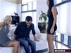 mommy fucks son-in-law And tongues internal cumshot For Thanksgiving treat