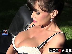 Lisa Ann playthings Her pussy