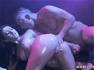Mandy Muse bootie pummeled deep by Mick Blue