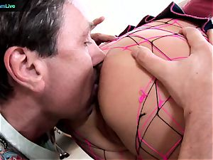 Phoenix Marie takes 2 meatpipes on both her fuckholes