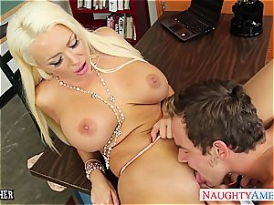 chesty light-haired tutor Summer Brielle gets facialized