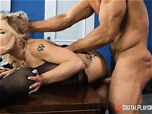Hadley Viscara takes Johnnys large jizz-shotgun in her puss
