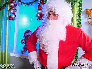 Spizoo - Jessica, Nikki and Amy pummeling Santa's schlong