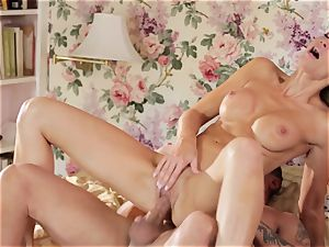 Jessica Drake gives this chisel her utmost attention