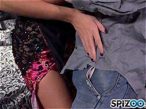 Spizoo-Watch Alison Tyler pummeling a huge fuckpole fat fun bags