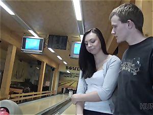 HUNT4K. Money helped hunter score lucky strike in bowling bar