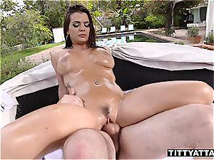 Keisha Grey bounces her oily titties