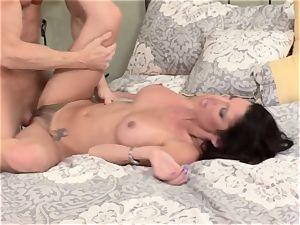 Bad wife Dava Foxx cheats on her spouse