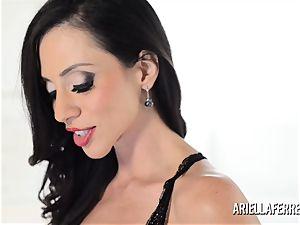huge funbag Ariella Ferrera cracks Out The