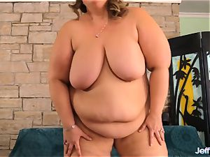 Mega big Erin Green jerks with fucktoy