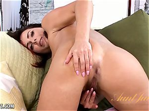 Helena's pretty painted humps knead her pinkish snatch